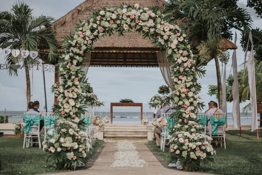 Beach wedding - Wedding Planner Bali (1)