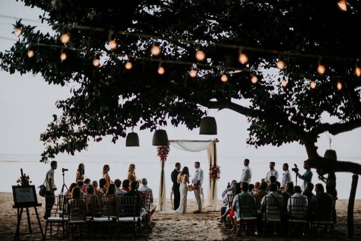 beach wedding 718x480